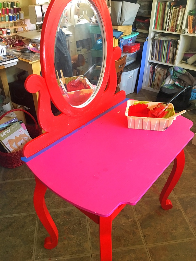 Frida vanity table
